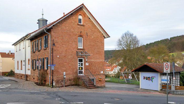 alte Schule in Rawisch mit NHB Buero